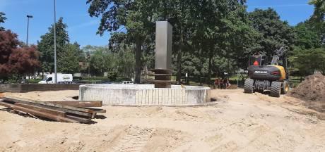 De sloop van de verloederde Veenendaalse 'fontein' is begonnen