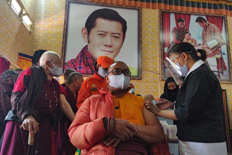 In Bhutan heeft in vier dagen tijd 44 procent van de bevolking een eerste inenting gekregen Beeld AFP