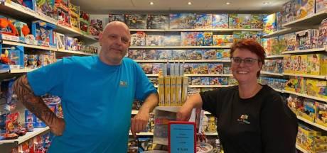 Eindelijk heeft Vlaardingen weer een speelgoedwinkel: 'Iedereen is zó blij dat we open zijn'
