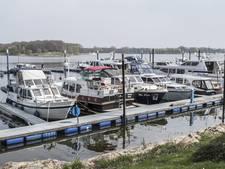 Watersporters Mookerplas hard aan het werk