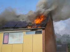 Uitslaande woningbrand verwoest bovenverdieping in Werkendam