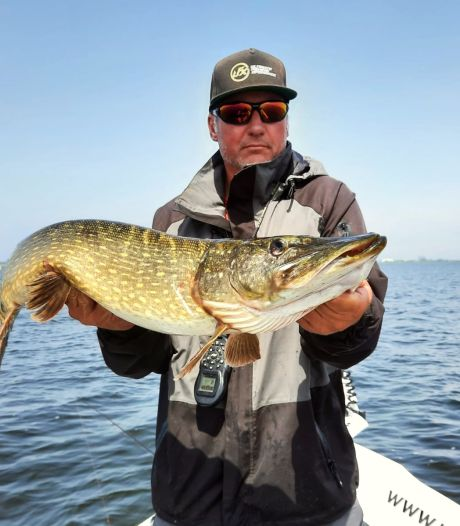 Johan werkt als visgids: 'Twee keer ontslagen omdat ik stiekem zat te vissen'