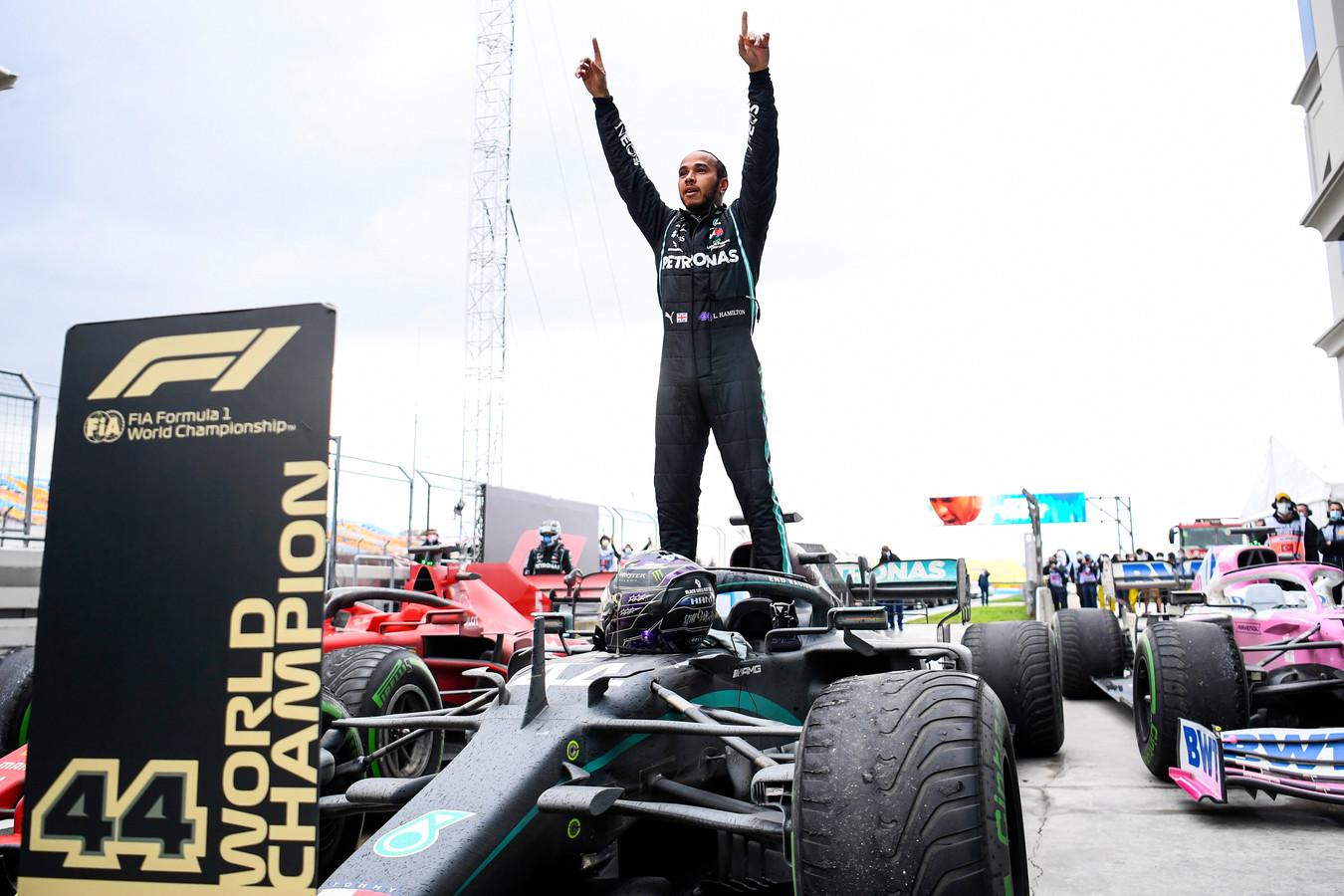 Lewis Hamilton werd in Turkije opnieuw wereldkampioen vorig jaar.