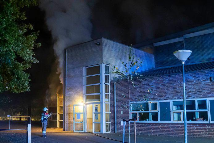 In basisschool John F. Kennedy aan de Vlasakkers in Oss is in de nacht van vrijdag op zaterdag een klaslokaal volledig uitgebrand.