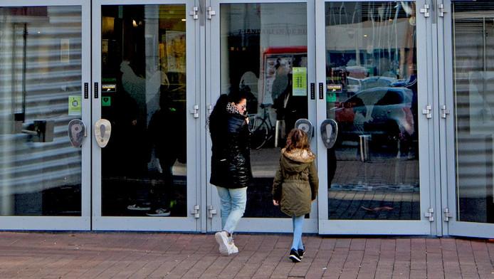Controleert Bioscoop Tassen Van BezoekersRotterdam nl Ad F1J3TlKc