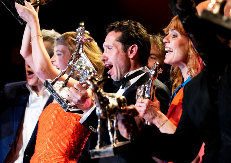 De Nederlandse oorlogsfilm Bankier van het Verzet heeft vrijdagavond het Gouden Kalf voor beste film gewonnen.