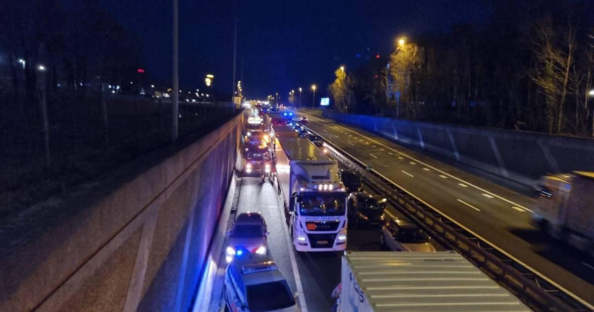 A1 bij Hengelo in de richting van Almelo afgesloten door ongeval.