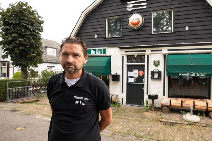Eigenaar Vincent van der Wardt verkoopt het café
