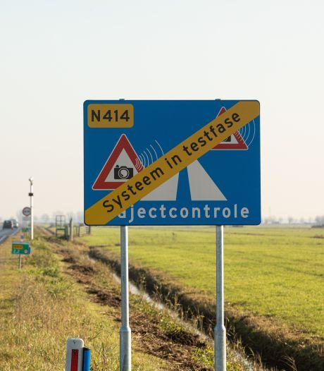 Borden voor trajectcontrole staan al een jaar langs Bisschopsweg, maar bekeurd wordt er nog niet
