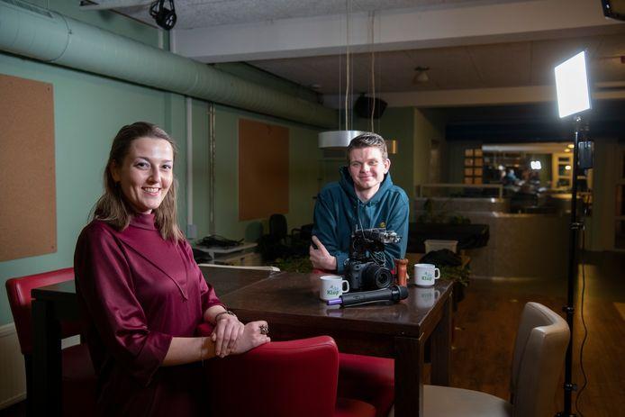 Sarah Mendel en Sjoerd Bouwknegt presenteren KlupTV, vanuit het Kluphuis aan de Mariastraat.
