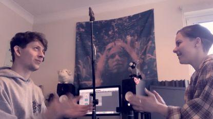 Huisgenoten in lockdown maken muziek met voorwerpen
