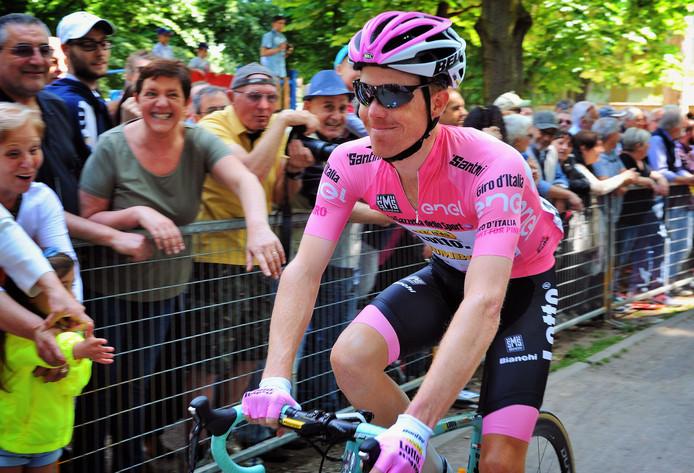 Steven Kruijswijk in de 'maglia rosa' tijdens de Giro van 2016.