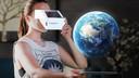 Met een kartonnen viewer via augmented reality de aarde in 3D bekijken...
