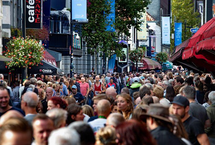 Een beeld van de drukte op Stratumseind bij de vorige editie van de Marathon Eindhoven.