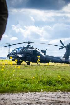 Apache raakt vogel tijdens oefening en maakt voorzorgslanding in Strijen