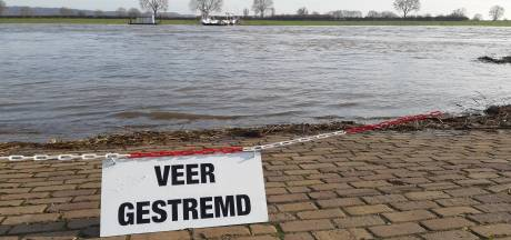 Diverse veerdiensten over de Maas uit de vaart door hoogwater
