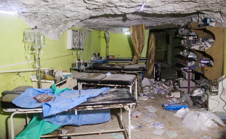 Archieffoto van afgelopen dinsdag toen een ziekenhuis in Khan Shaykhun doelwit werd van een vermoedelijke gifgasaanval. Beeld afp