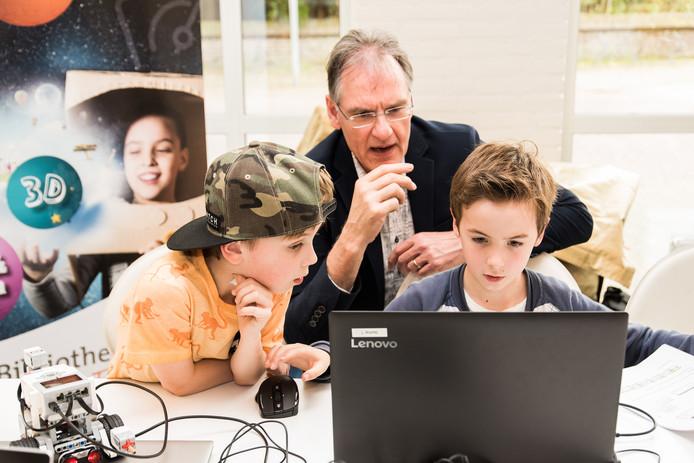Kinderen aan het werk in een TechLab.