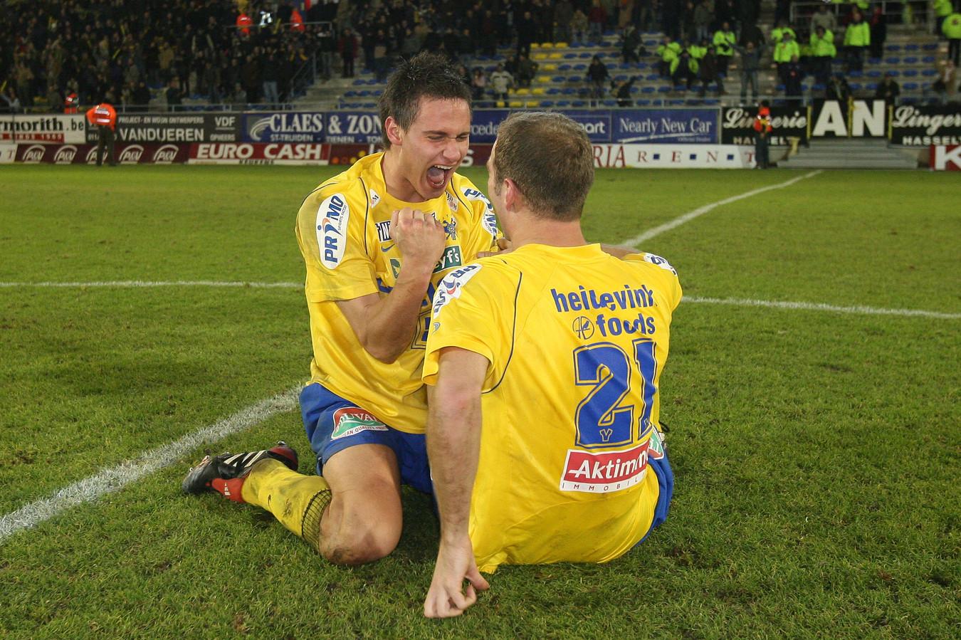 Egon Wisniowski en Ilija Stolica vieren de bekerzege op de rivalen van Genk.