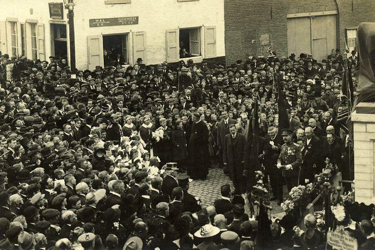 Bijna 100 jaar geleden verzamelde het hele dorp rond het oorlogsmonument waar ook nu weer een herdenking wordt georganiseerd.