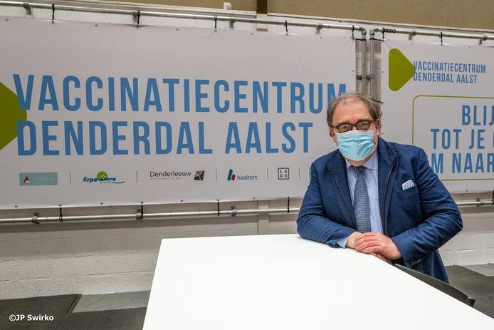 Christoph D'Haese in vaccinatiecentrum Denderdal.