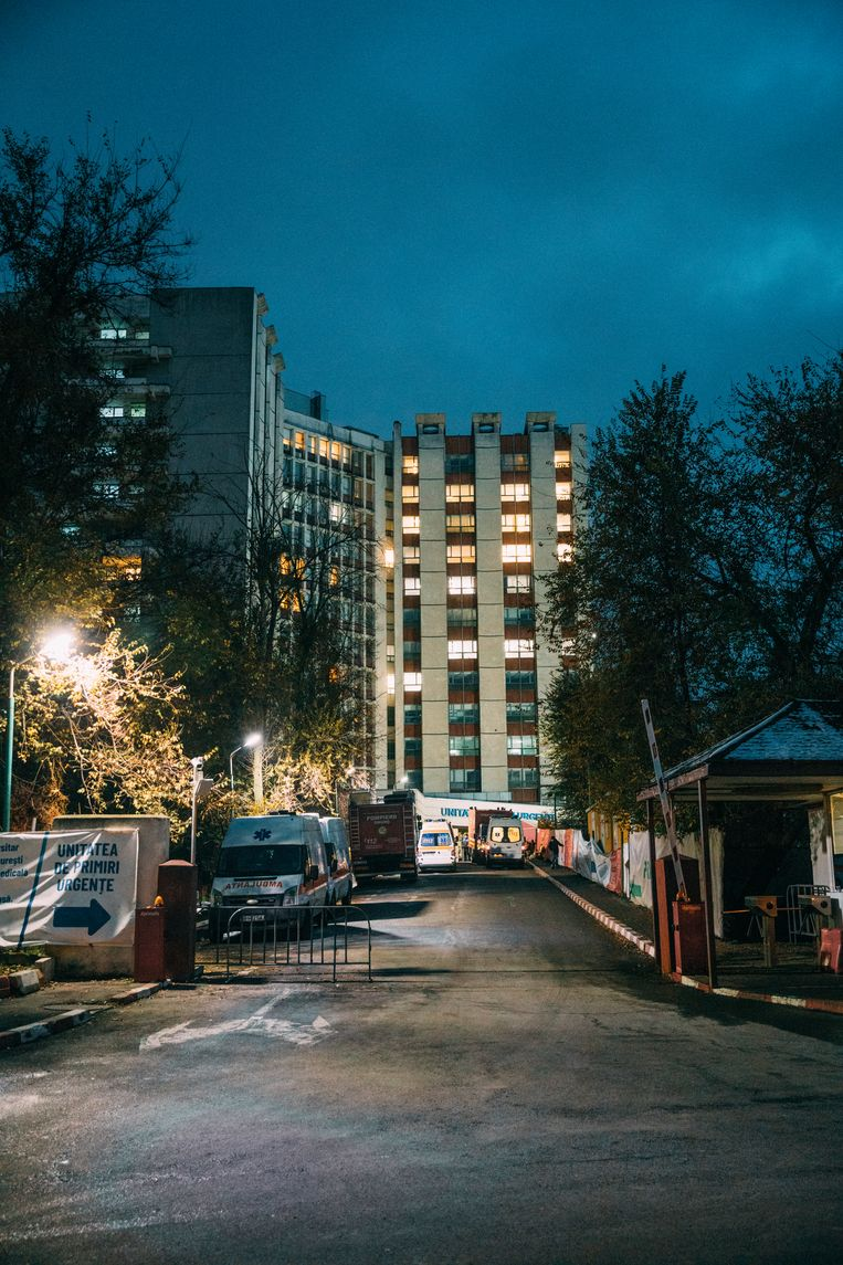 Het Spitalul Universitar de Urgenta Bucuresti, het ziekenhuis in Boekarest waar de arts Florin Chirculescu werkt. Beeld Marlena Waldthausen