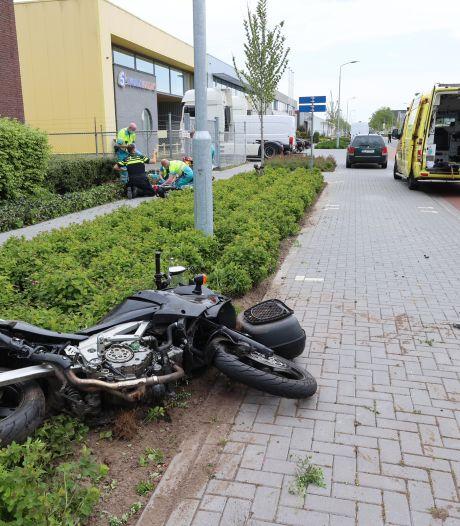 Motorrijder zwaargewond na botsing met auto op kruising in Eindhoven