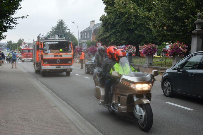 De brandweerwagen vertrekt in Meerbeke.