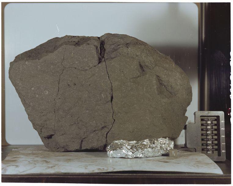 'Lunar Sample 70215' werd meegenomen door de bemanning van Apollo 17.  Beeld NASA