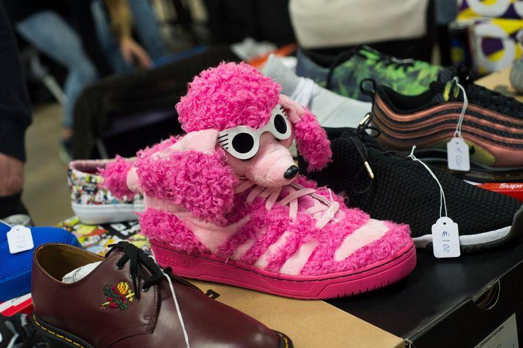 De Pink Poodle of Roze Poedel: 100 euro voor een paar.