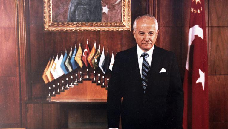 Voormalig Turkse premier Kenan Evren in zijn presidentiële kamer in 1982. Beeld epa