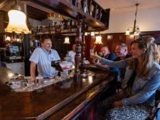 Mondkapjesvrije horeca in Dronten glimlacht klanten weer tegemoet: 'Wat mij betreft blijven ze tot één uur vannacht zitten'