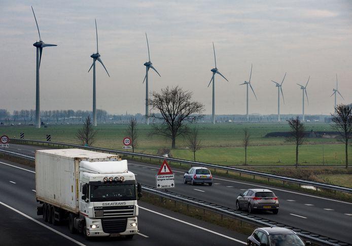 Windmolens bij Echteld en Lienden. Daar kunnen er meer bij komen