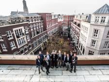 Advocaten verkennen Arnhems dakterras als pioniers van hip kantoor in voormalig warenhuis V&D