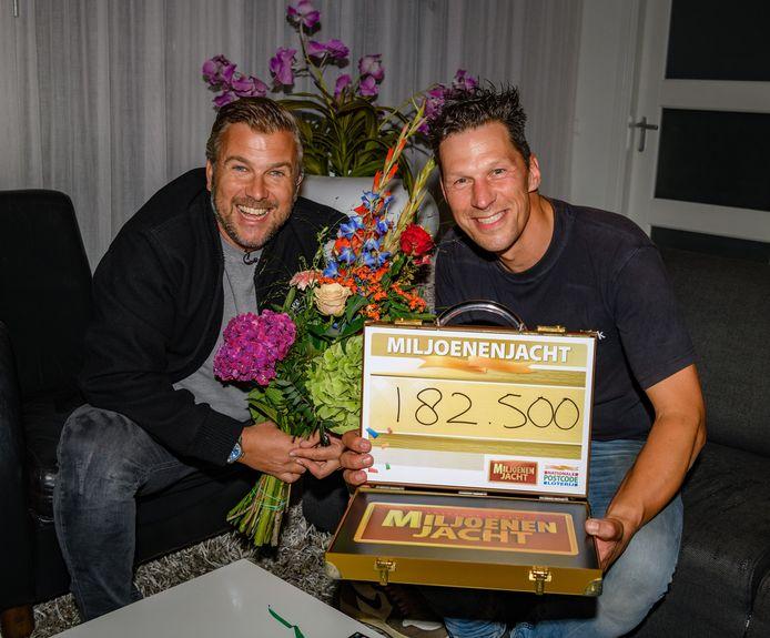 René uit Almkerk werd zondagavond verrast met 182.500 euro.