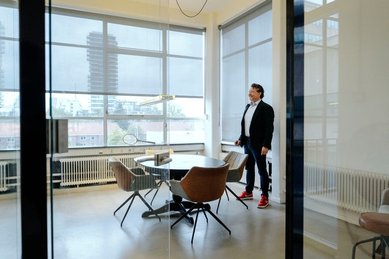 Jeroen Veldkamp in zijn oude kantoor in Eindhoven. Hij stopte met zijn bedrijf tijdens de coronacrisis.  Beeld Merlin Daleman