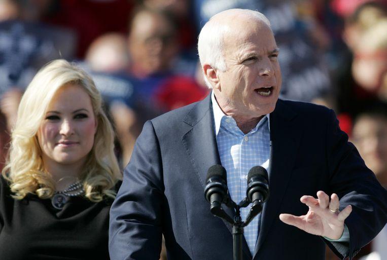 John McCain en zijn dochter tijdens een verkiezingsrally. Beeld AP