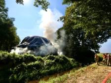 Dagenlange overlast voor verkeer door brandende hooiberg bij Nagele voorbij: 'Is veel 112 gebeld'