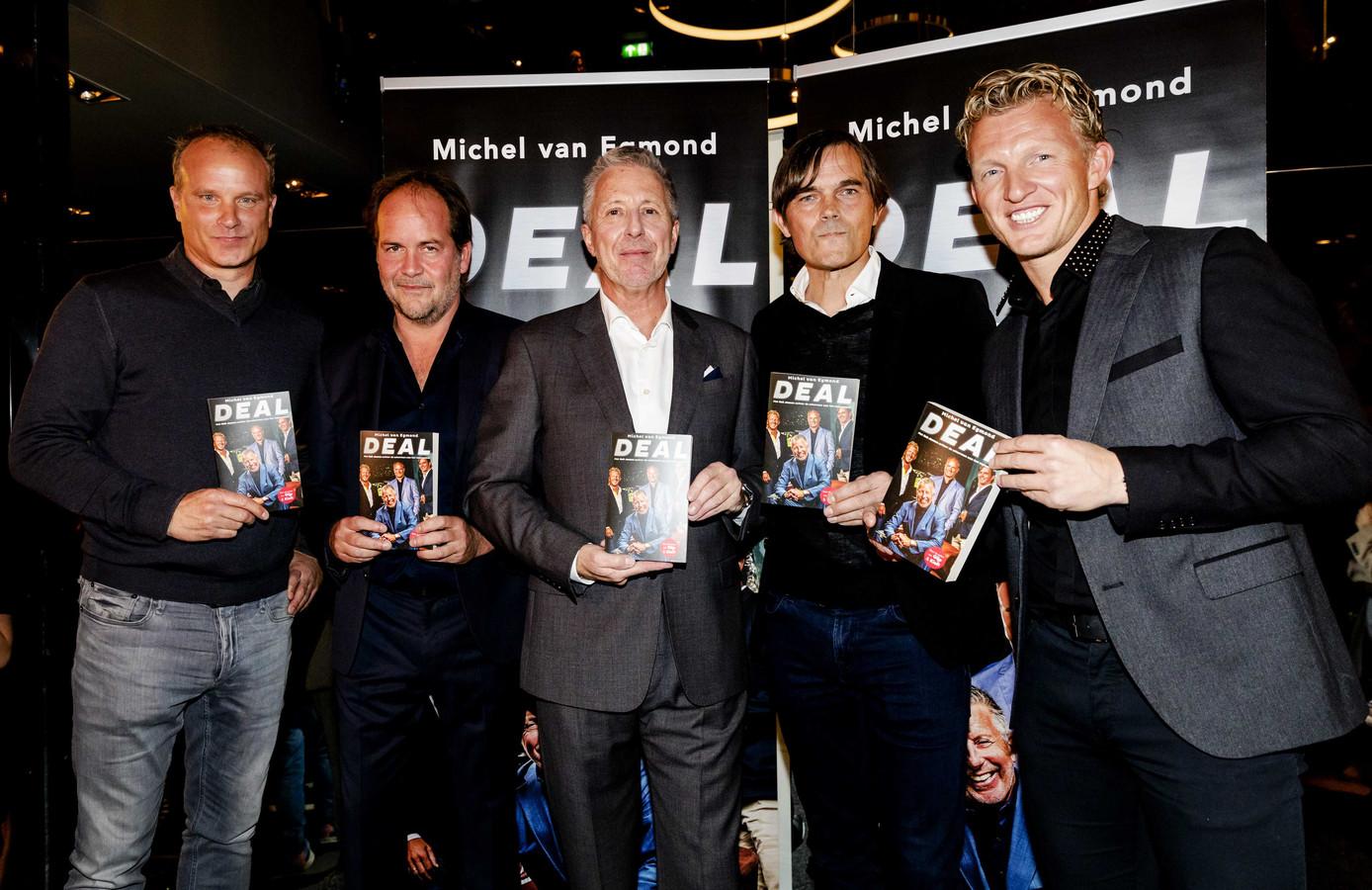 Dennis Bergkamp, Michiel van Egmond, Rob Jansen, Phillip Cocu en Dirk Kuyt bij de presentatie van Deal, een boek over de spelersmakelaar.