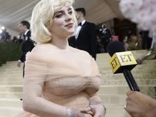 Sexy foto kostte Billie 100.000 volgers, maar ze gaat stap verder: 'Mensen zijn bang voor grote borsten'
