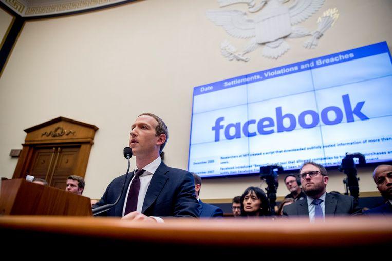 Facebook-baas Mark Zuckerberg had vandaag in het Amerikaanse Congres de nodige moeite om politici achter zijn plannen voor cryptomunt libra te krijgen. Beeld AP