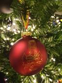 Het Provinciehuis op een kerstbal