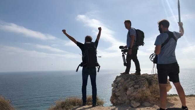 Arnout Hauben maakt kennis met de enige bewoner van het eiland Budelli in 'Dwars door de Middellandse Zee'