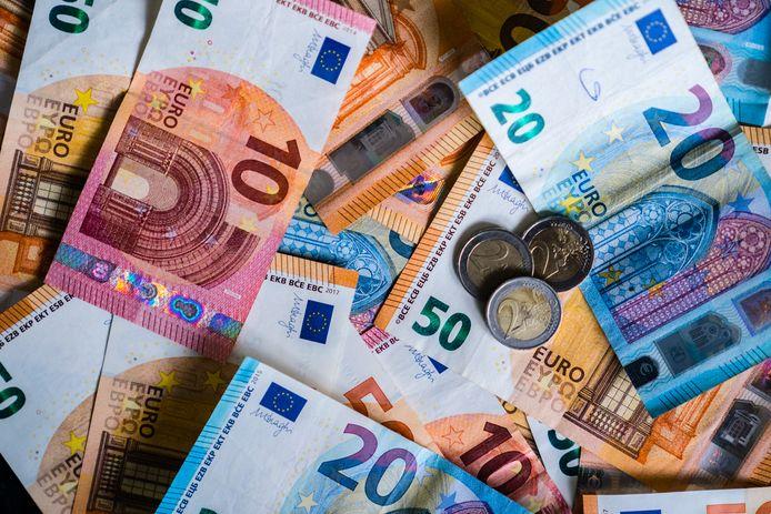Tijdens het proces voor de rechtbank bleek dat het geld er aan de andere kant weer net zo snel uitging, doordat de gokverslaafde H.Z. (47) grote sommen cash uitgaf in het casino.