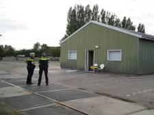 Beginnend drugslab in Zevenaarse schuur: verdachte opgepakt, tweetal nog voortvluchtig