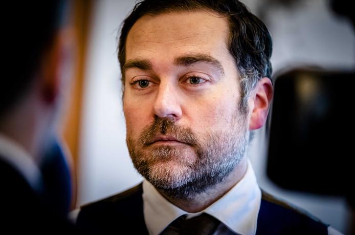 VVD-fractievoorzitter Klaas Dijkhoff reageert op de ophef die is ontstaan over het wachtgeld dat hij ontvangt. Hij houdt vol dat hij daar recht op heeft.