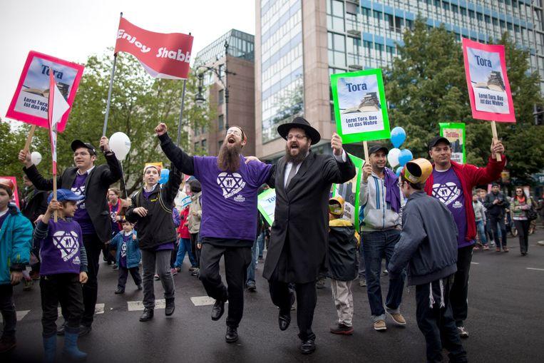 18 mei 2014: Joodse deelnemers tijdens een vredesparade in Berlijn op de Joodse feestdag Lag BaOmer. Beeld ap