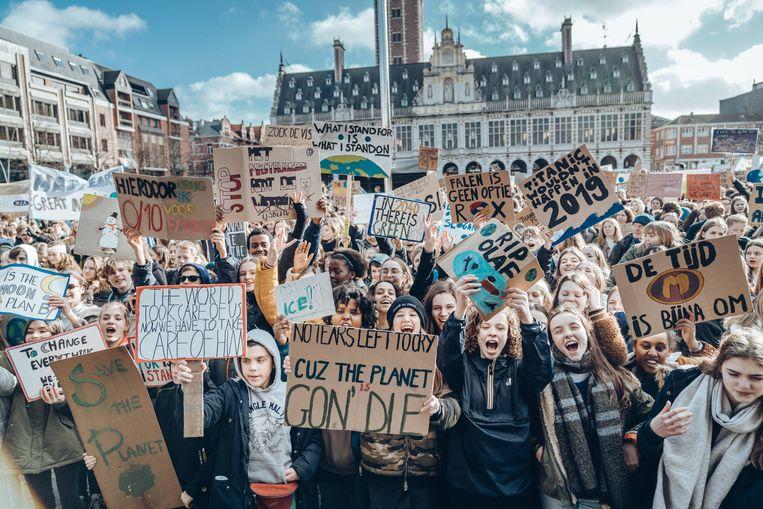 Jongeren op een klimaatbetoging in Leuven, in februari 2019. Beeld Thomas Sweertvaegher
