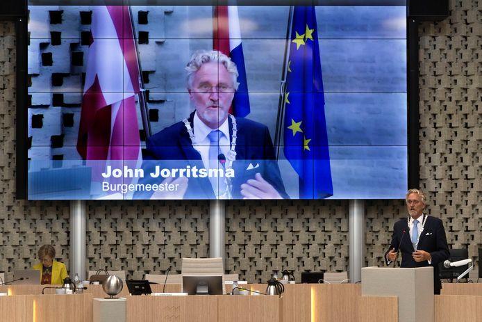 Na een periode van digitaal vergaderen kwam de Eindhovense gemeenteraad woensdag voor het eerst in een ruim een jaar weer bijeen op het Stadhuis