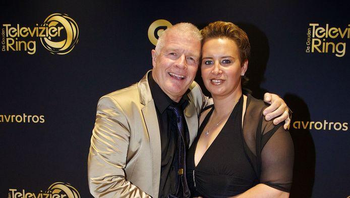 Peter Jan Rens met zijn partner Virginia van Eck op de loper voor aanvang van het Gouden Televizier-Ring Gala 2014 in theater Carre.